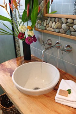 Newly renovated bathroom at the Organic Bed and Breakfast in Airlie Beach.